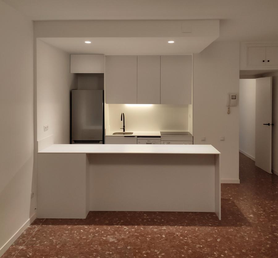 Imagen de la cocina desde el salón
