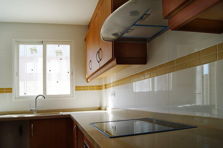 C mo limpiar los azulejos para que queden brillantes - Limpiar azulejos cocina para queden brillantes ...