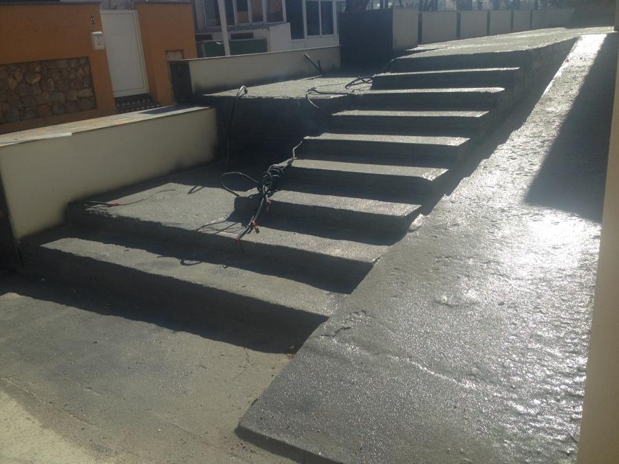 Impermeabilización de terraza y escaleras en reforma de chalet