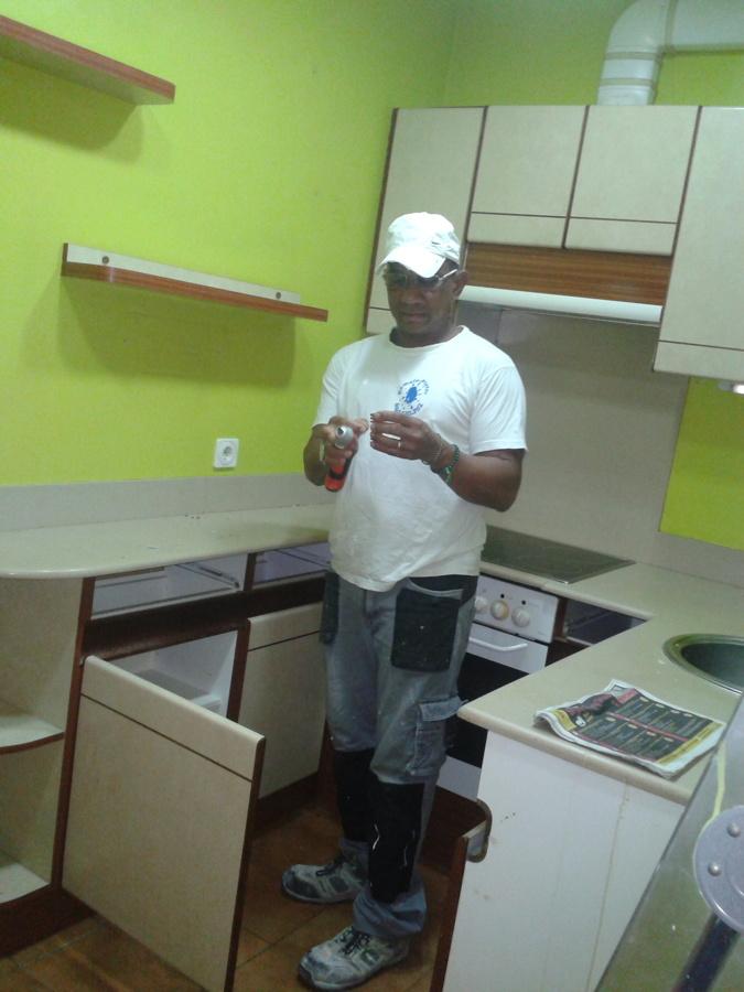 Inicio desmontaje muebles reforma de cocina