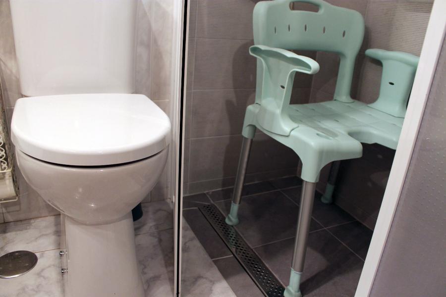 Ba o accesible con ducha de obra ideas reformas ba os for Inodoro access