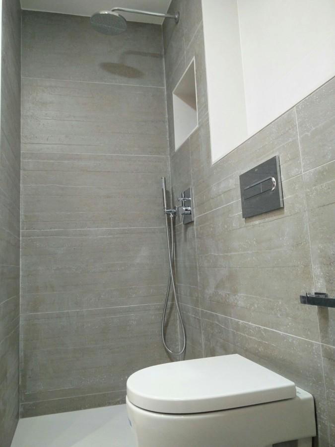 inodoro - ducha con grifería empotrada
