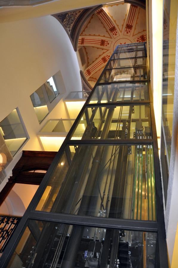 Instalaci n ascensor en hueco de escalera ideas trabajos - Precio instalacion ascensor ...