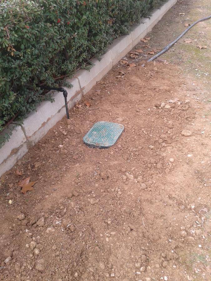 Instalaci n de riego por goteo autom tico ideas jardineros for Instalacion riego jardin