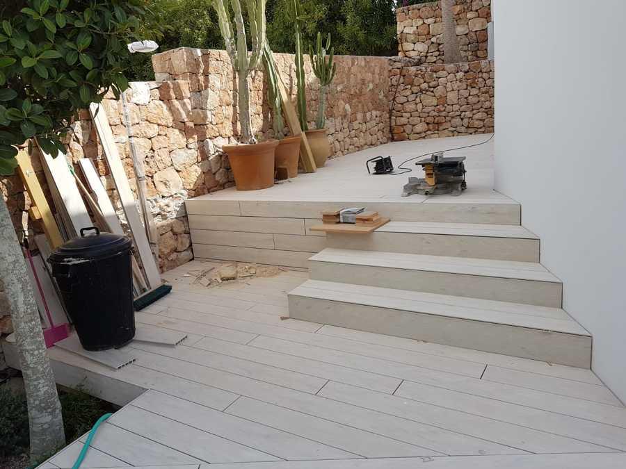 Instalación Carpintería madera en suelos exterior.