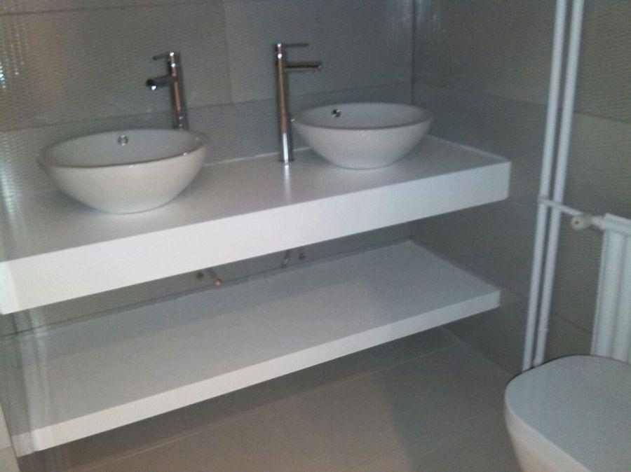 Foto instalacion con doble lavabo y doble encimera de - Lavabos dobles sobre encimera ...
