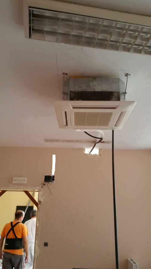 Climatizaci n despacho de oficinas por conductos y for Aire acondicionado oficina