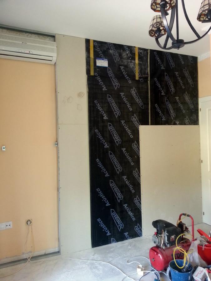 Foto instalaci n de aislamiento ac stico en pared - Aislamiento acustico paredes ...