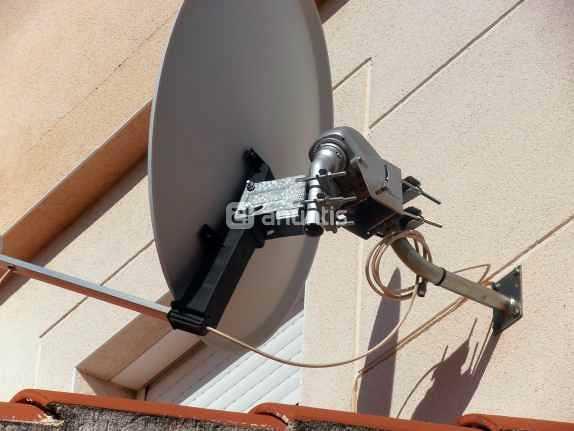 Instalacion de antena satelital con motor.