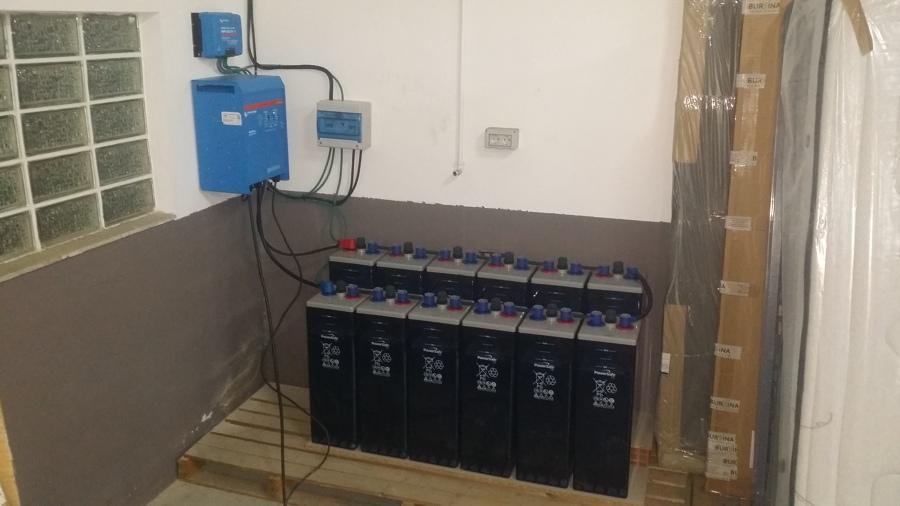 Instalación de baterías, inversor, maximizador y cuadro eléctrico en nave