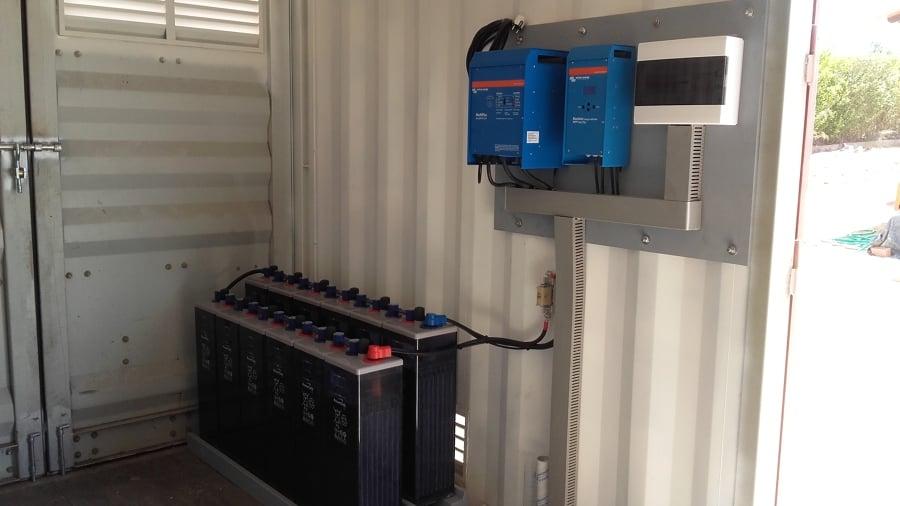 instalación de baterias,inversor y regulador para placas solares fotovoltaicas