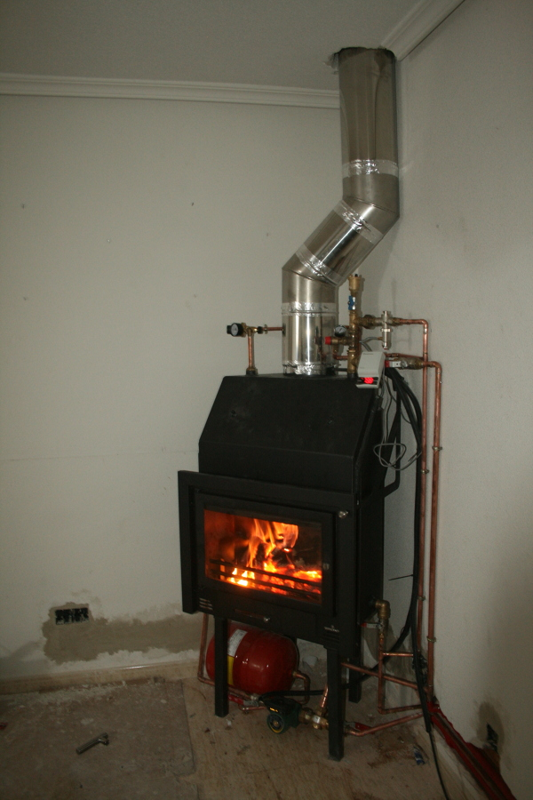 Instalaci n y construcci n de chimenea en meco madrid - Calefaccion lena radiadores ...