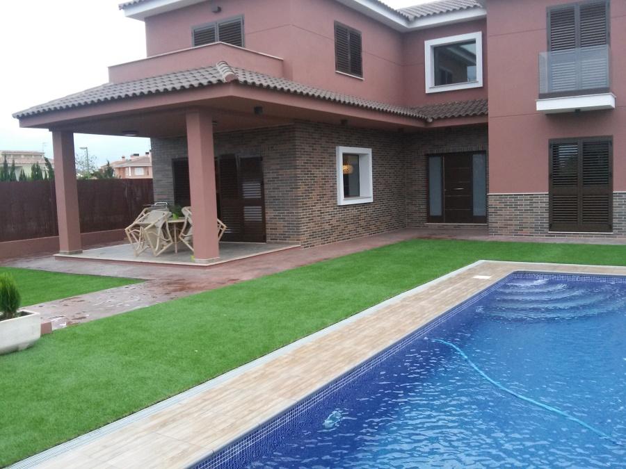 Instalaci n de c sped artificial ideas jardineros - Cesped artificial piscinas ...