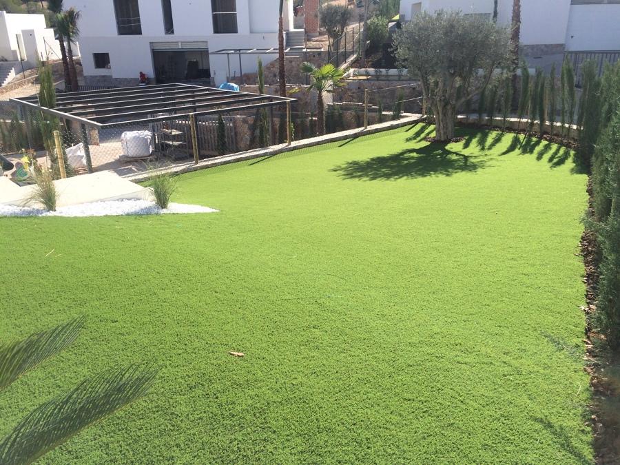 Instalación de césped artificial en San Miguel de Salinas