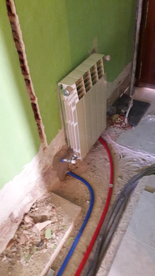 Instalación de fontanería y calefacción en reforma.