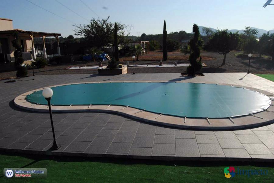 Foto instalacion de lona de piscina cobertor de invierno for Piscina sagunto