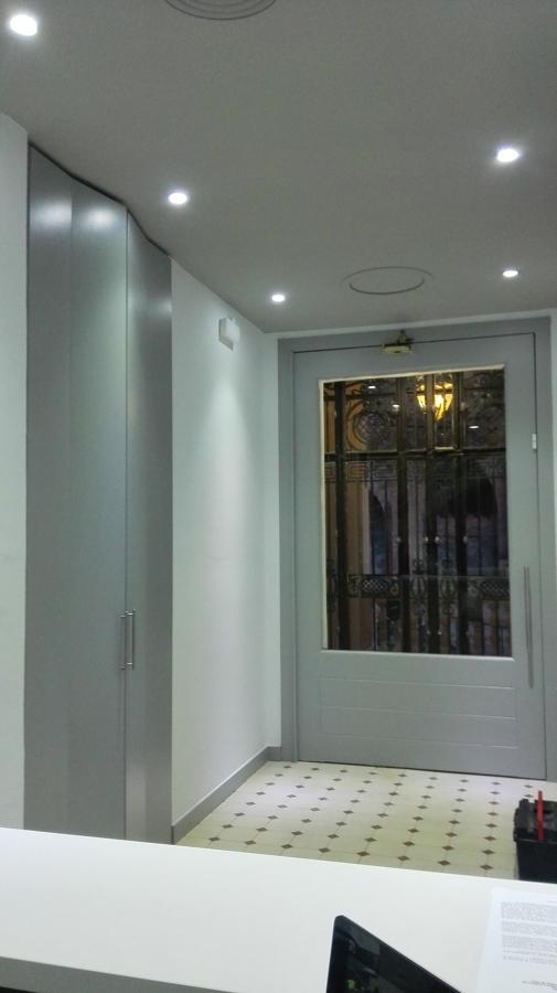 instalación de luces led sistema dowlight