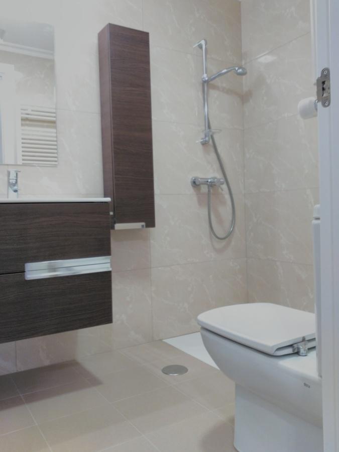 Instalación de sanitarios en baño