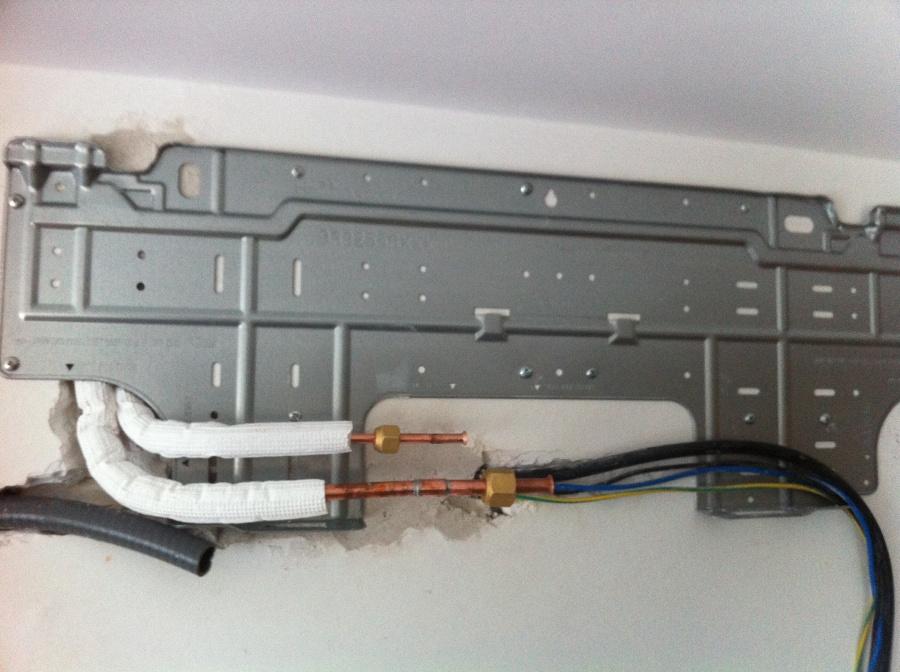 Instalaci n de un aire acondicionado fujitsu ideas aire for Caja aire acondicionado