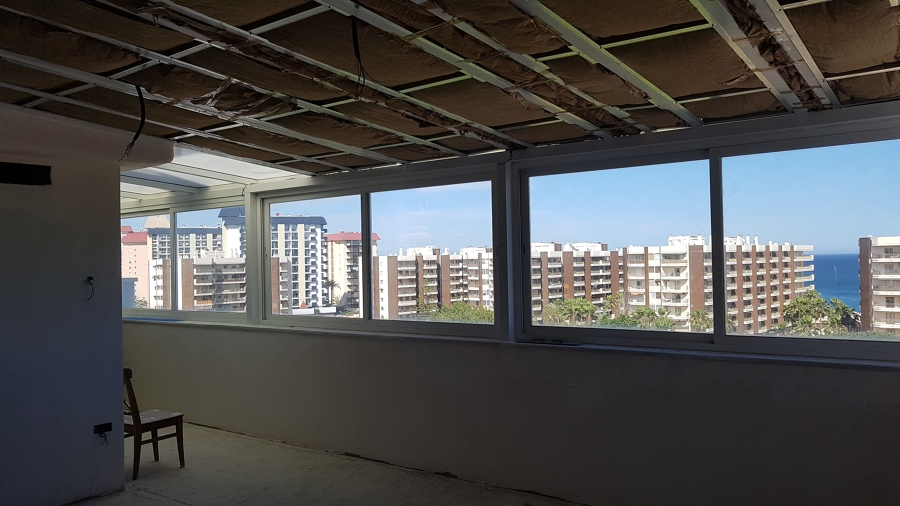 Instalación de techo abuhardillado liso de pladur con aislamiento térmico