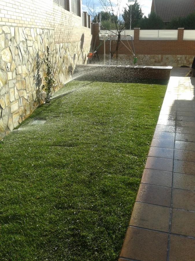 Instalaci n de tepe y riego autom tico en madrid ideas for Instalacion riego jardin