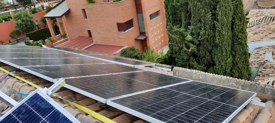 Instalacion en el Serrallo, Granada