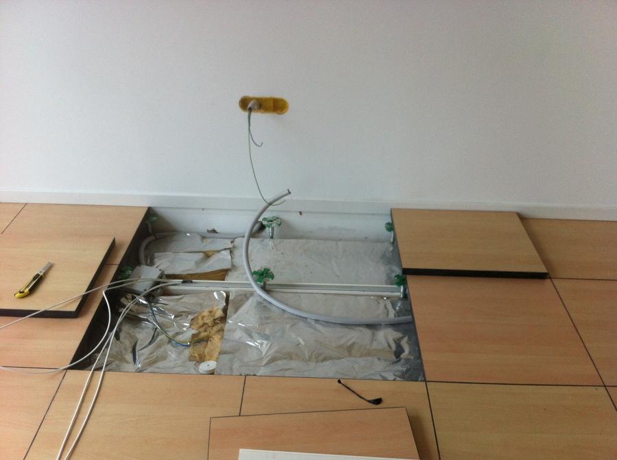 Instalación en paramente de un cajetín de 3 elementos