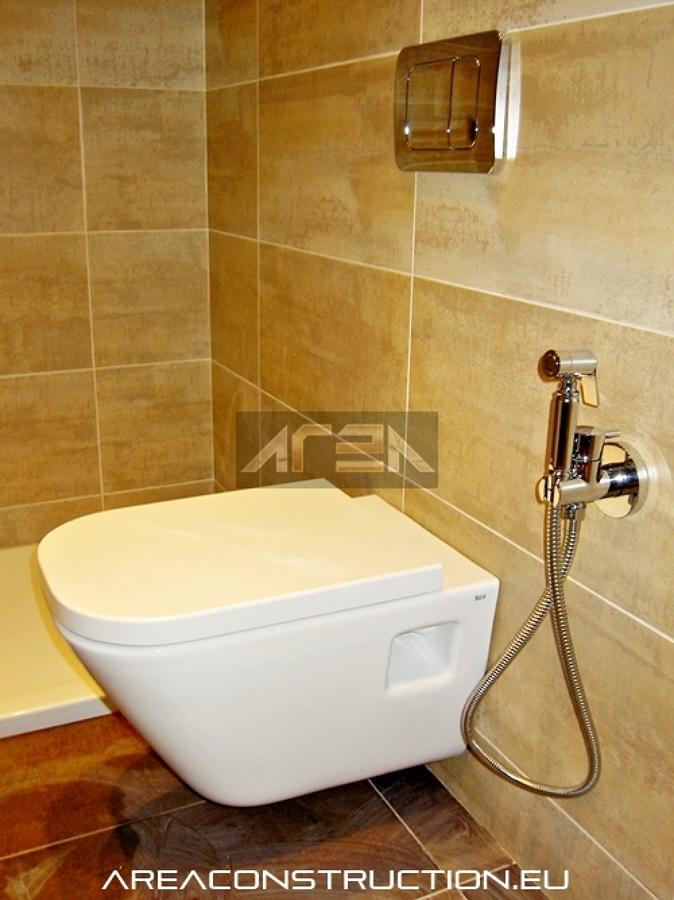 Reforma de ba o con inodoro suspendido plato ducha for Instalacion inodoro roca