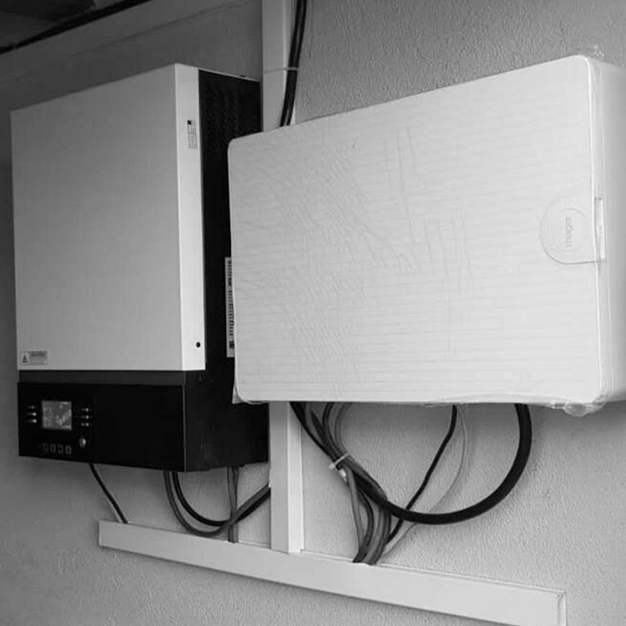Instalación inversor y cargador de energía