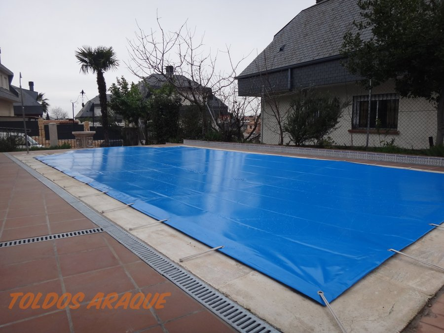 Instalaci n de una lona de piscina de pvc en serranillos - Instalacion piscina ...