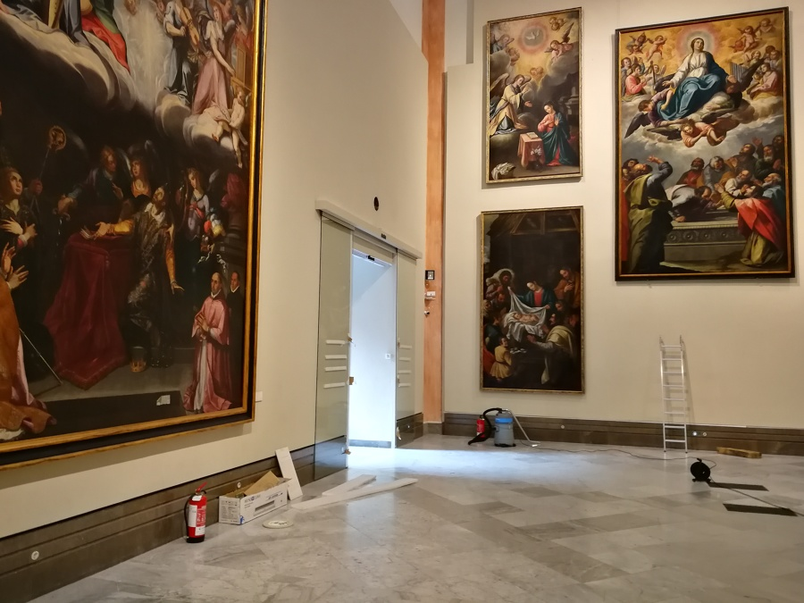 Instalación puerta museo Sevilla
