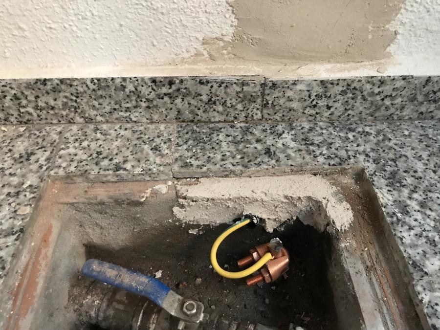 Instalación y conexión de la pica de tierra