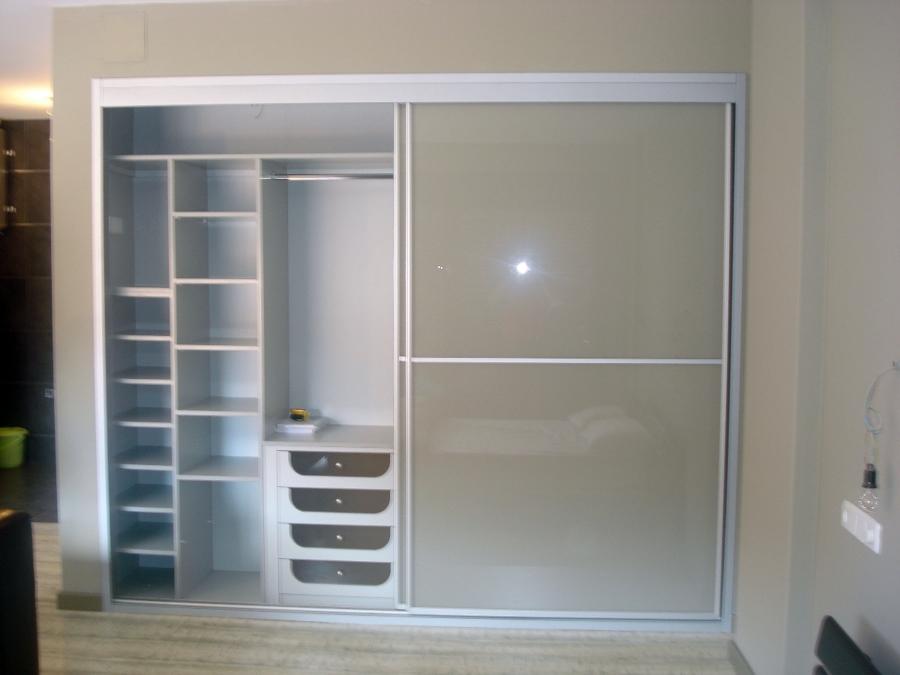 Armario empotrado a medida proyectos carpinteros for Interior closets modernos