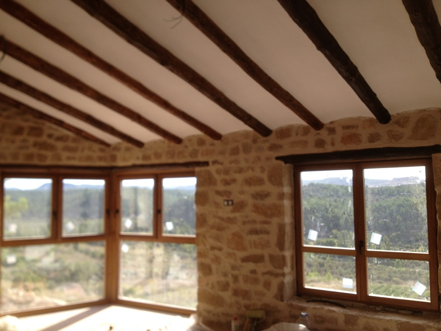 Ventanas de madera de iroko en madrid ideas carpinteros - Fotos de interiores de casas rusticas ...