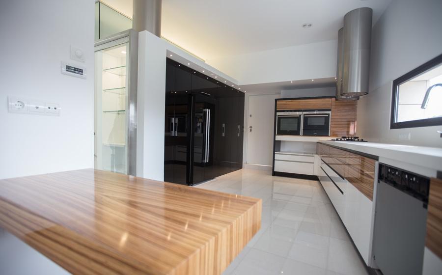 Interior de cocina con oficio