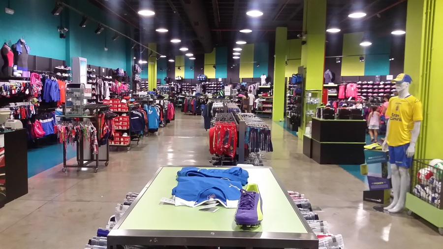 Interior de la tienda antes de la reforma