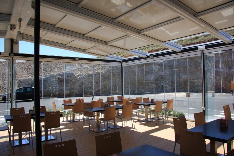 Interior techo y cortinas de cristal