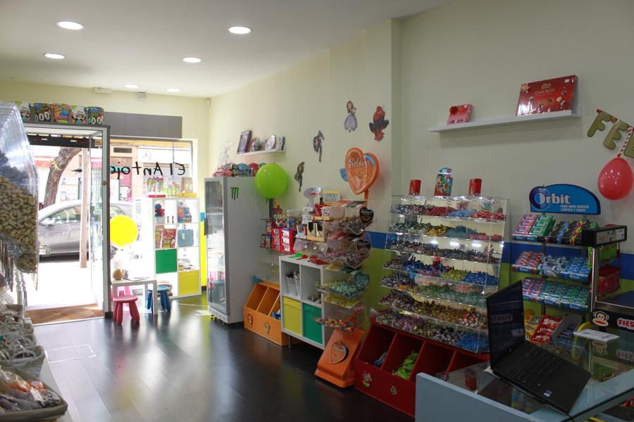 Interior tienda.