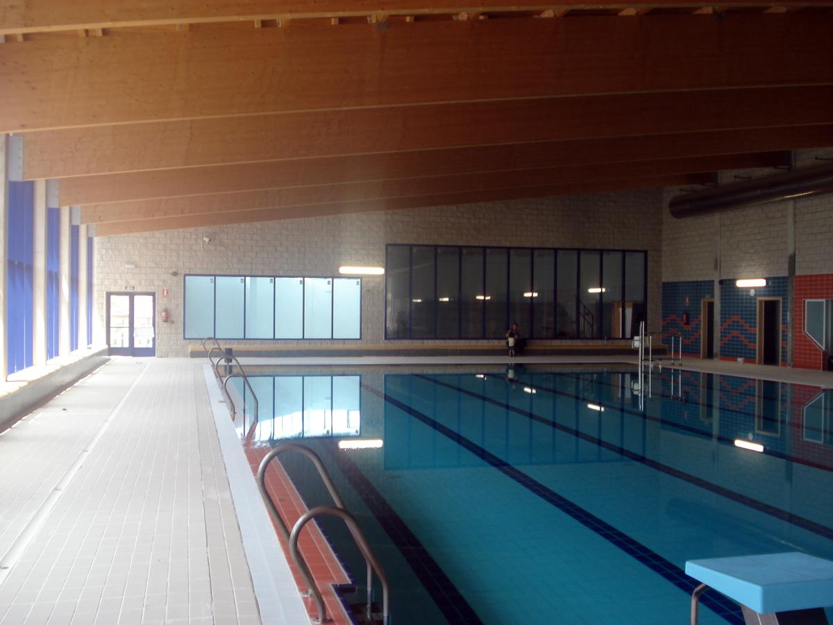 Foto interiores piscina cubierta de areserco for Piscina cubierta zaragoza