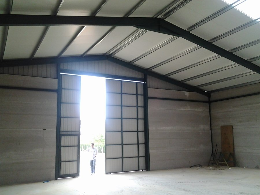 Interiores y Puerta de acceso