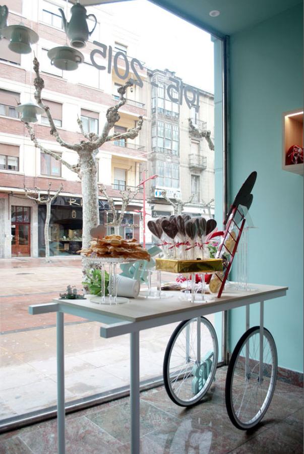Interiorismo en un local centenario: Pastelería Bornaechea en Miranda de Ebro (Burgos)
