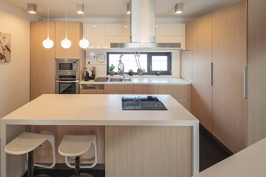 Foto isla con vitroceramica de saint provence 1169518 for Disenador de cocinas gratis