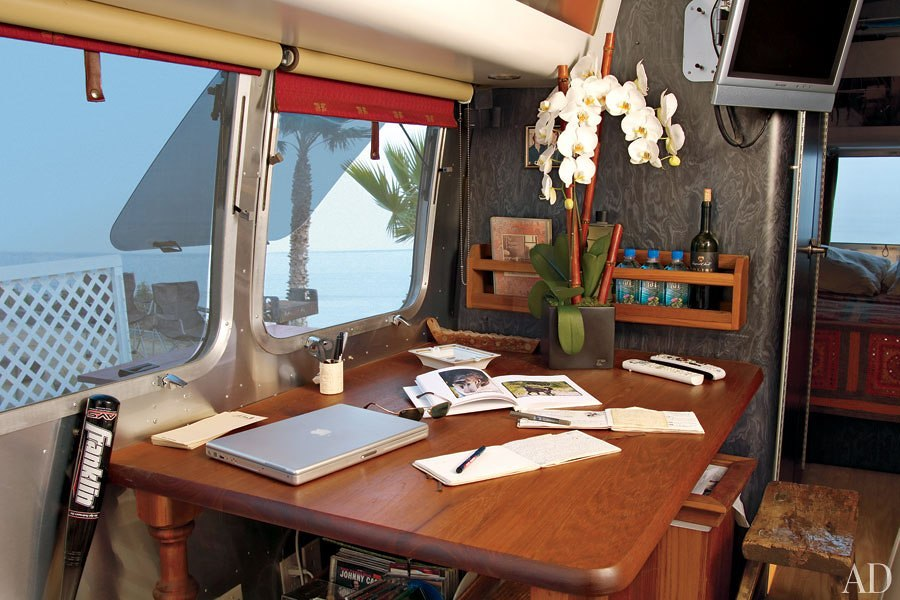 item5.rendition.slideshowHorizontal.matthew-mcconaughey-airstream-06-interior1