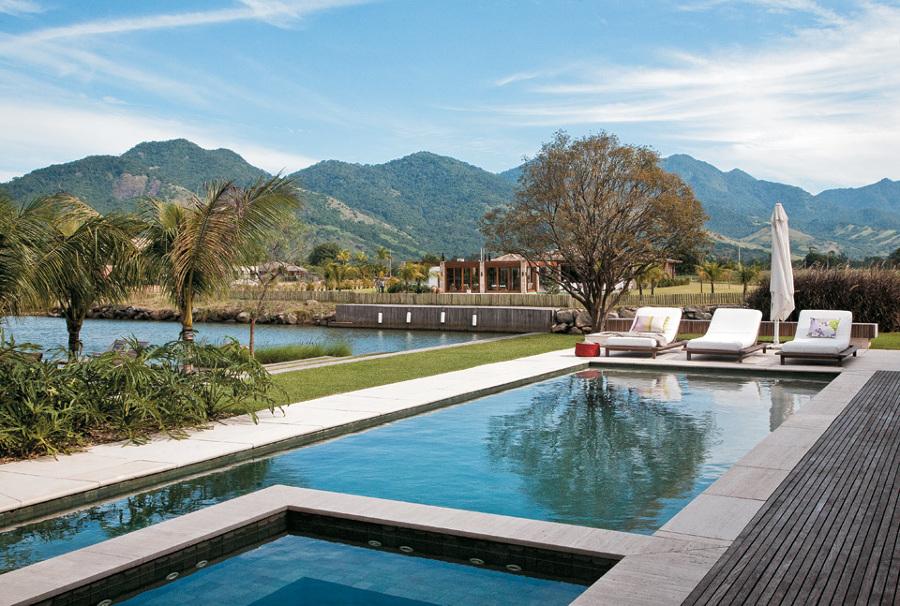 piscina con un jacuzzi with piscina jacuzzi exterior