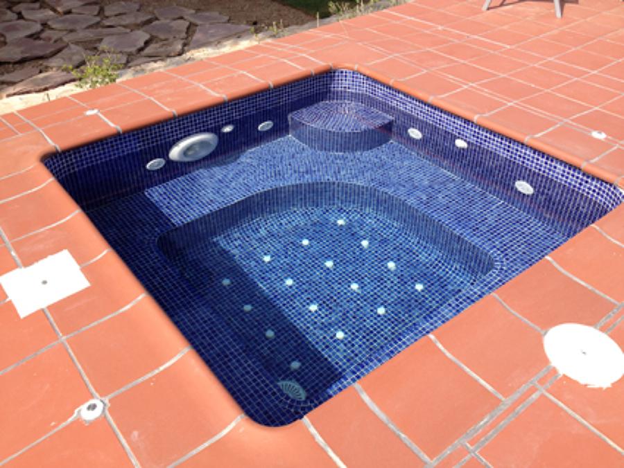 Jacuzzi junto a piscina