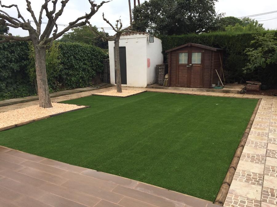 Jardin cesped verdalia 35 mm más gravas y perfil de madera