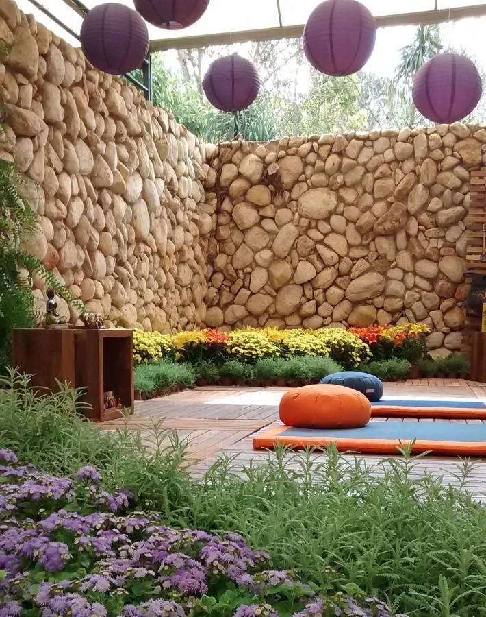 Jardín con guirnaldas