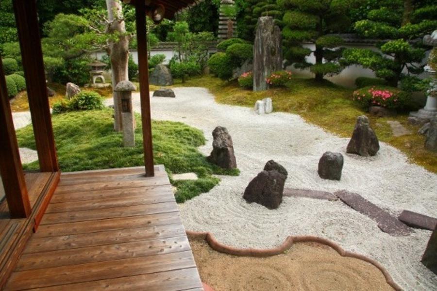 Los Japoneses saben como despertar el espiritu de una jardin!