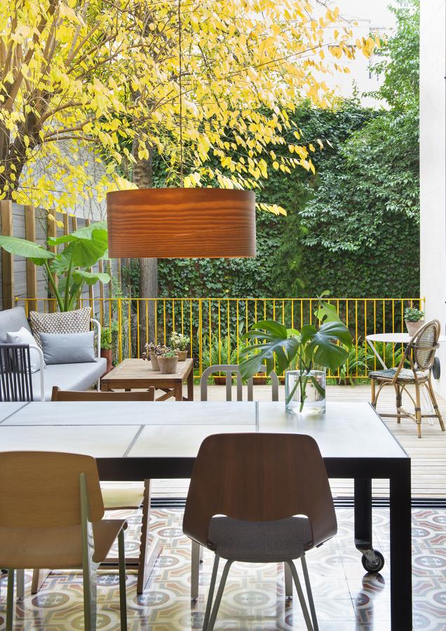 Salón-comedor y jardín interior de manzana