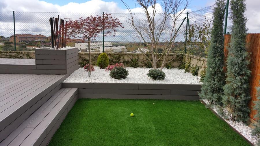 Foto jardin moderno y de bajo mantenimiento de amar tu - Jardines modernos minimalistas ...